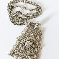 Vintage 1970s 1980s Art Deco Style Silver Gray Scroll Designed Edwardian Revival Pendant with Medium Chunky Chain Necklace