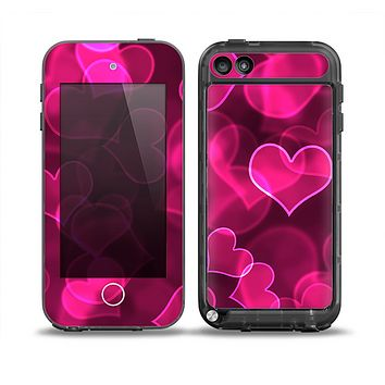The Glowing Pink Outlined Hearts Skin for the iPod Touch 5th Generation frē LifeProof Case