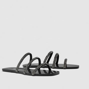 SLIDES WITH SHINY TUBULAR STRAPS DETAILS
