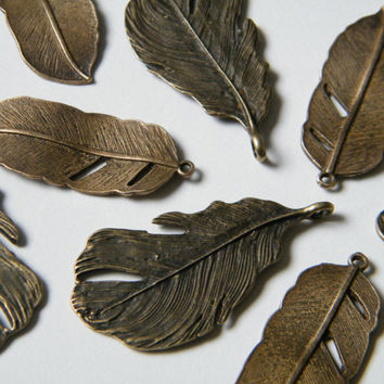 4 x Antique Brass Pendants Bronze Natural Feather Charms Feathers (2 of each)