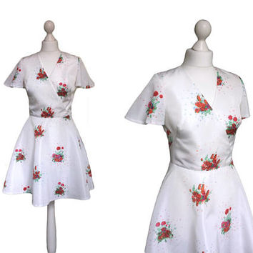 Vintage 70's Mini Dress | Vera Mont Paris | White Dress | Vintage Dress | Butterfly Sleeves | Skater Dress | Red Roses Floral Dress