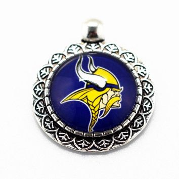 Hot sale 10pcs/lot football Team Sports Glass Pendant Minnesota Vikings Hanging Dangle Charms Fit Necklace Jewelry