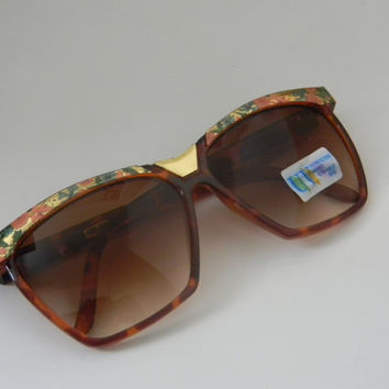 Vintage Deadstock FLORAL Full Rim with Gold in the Middle WAYFARER Style Sunglasses TORTISE Brown