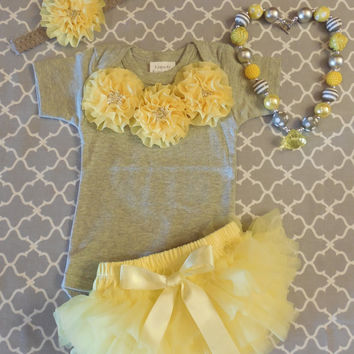 baby girl coming home outfit. baby girl hospital outfit. newborn baby girl outfit. baby girl shower gift. Infant Girl Onesuit. Cake Smash.