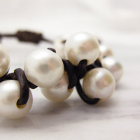Leather and Pearl Bracelet Knotted with Natural Fresh by byjodi