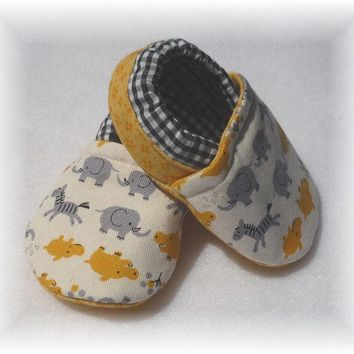 Yellow Hippos Baby Crib Shoes Booties by Whimbrella on Etsy