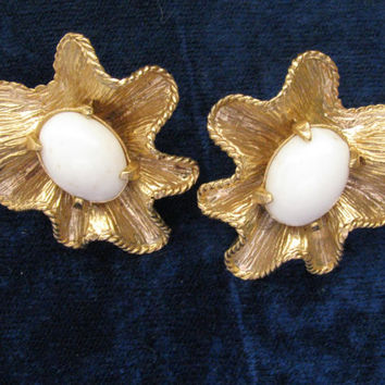 Gold and White Earrings, Mid Century, Atomic, Ruffled, Clip On, Cabochon Centers, Prong Set, Textured Finish, Rockabilly