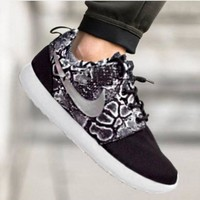 """NIKE"" Roshe Trending Fashion casual sports shoes Scale Print Sneakers Black"