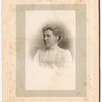 Cabinet Card Photo - Portrait Beautiful Young Victorian Woman, Miss Flo Smith - T Bennet & Sons Worcester and Malvern England