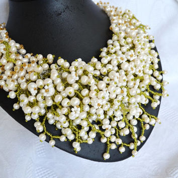 White Pearl Wedding Statement Beaded Necklace with Floweres, Bridal Necklace, Bridesmaids Necklace, Wedding Jewelry, Beadwork, Gift for Her