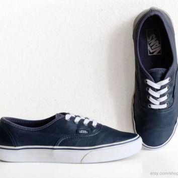 ONETOW Navy blue leather Vans Authentic sneakers, vintage skate shoes in supple leather, size
