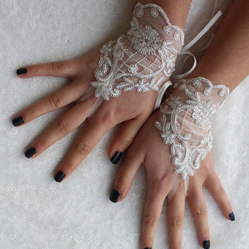 FREE SHIP İvory Lace Wedding gloves, lace Party gloves, bridal gloves fingerless gloves french lace Gifts