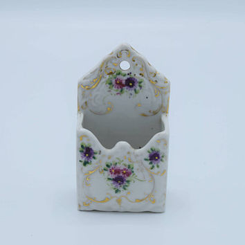 Porcelain Floral Stamp Holder Vintage Mini Planter Gilded Small Desk Accessory Wall Pocket Plant Holder Ceramic Wall Hanger