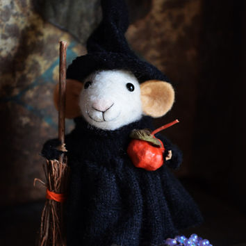 Little Witch Mouse-  HALLOWEEN SPECIAL - Felting Dreams by Johana Molina - ready to ship