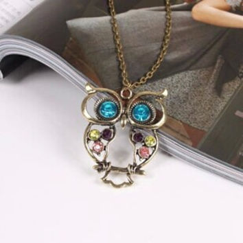 Carved rhinestone owl design necklace