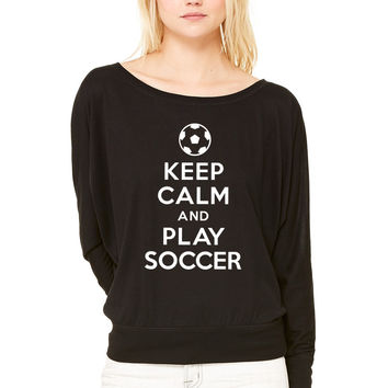 Keep calm and play soccer 1 WOMEN'S FLOWY LONG SLEEVE OFF SHOULDER TEE