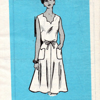 Vintage Classic Style Apron Wrap Dress Sewing Pattern Housedress Scallop Sweetheart Neckline Tie Waist Uncut Size 12 Bust 34