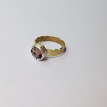 Rhodonite ring | brass scalloped band | pink gold black pastels | everyday ring