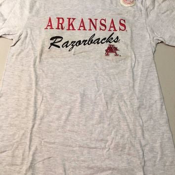 ARKANSAS RAZORBACKS ENBROIDERED NCAA MEN'S TEE SHIRT MEDIUM *DIRTY SHIPPING