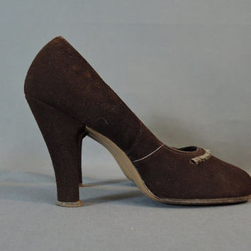 Vintage 1950s Shoes Brown Suede Baby Doll Pumps, Size 8?, 4 inch Heels, Round Toe, Ribbon Trim