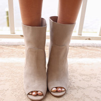CHINESE LAUNDRY Tom Girl Taupe Booties