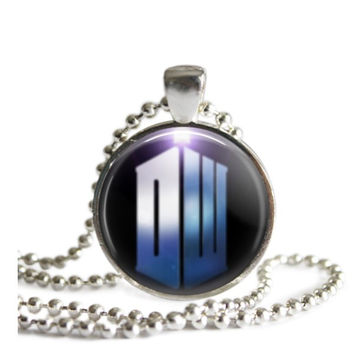 Doctor Who DW Tardis Police Box Necklace