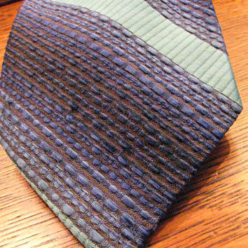 Wide Nubby Necktie, Diagonal Stripes, Shades of Blue, Ombre, Polyester, 70s