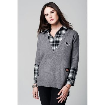 Grey knit sweater with V neckline and sequin patches