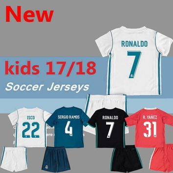 2017/2018 kids Real madrid soccer Jerseys New Font 17/18 RONALDO white Black JAMES BALE RAMOS ISCO MODRIC football shirt Thailand Quality