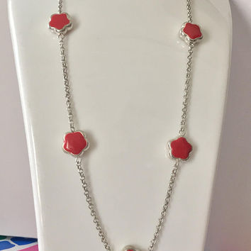 Vintage Red Flower Silver Chain Necklace / Thin Silver Tone Chain / Simple Red Enamel Flower Beads / Cute Vintage Minimalist Mod Jewelry