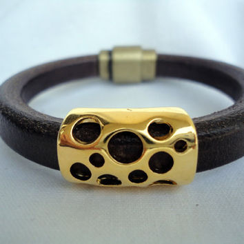 Brown Licorice Spanish Leather Bracelet with gold zamak.Regaliz