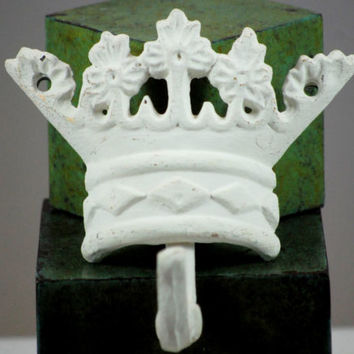 Wall Hooks Cast Iron Set Of 3 King Queen Princess Crown Style Upcycle Shabby