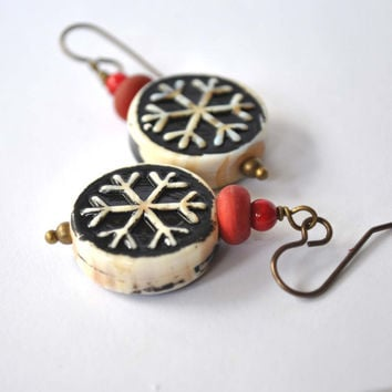 Snowflake Earrings, Winter Jewelry, Lampwork Earrings, Holiday Jewelry, Glass Bead Earrings, Dangle Earrings