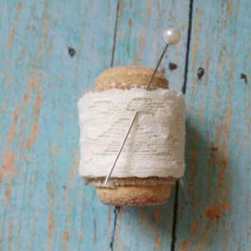 Cork Boutonniere / Lace Boutonniere / Winery Wedding / Affordable Wedding / Rustic Wedding / Burlap Boutonniere / Father of the Bride
