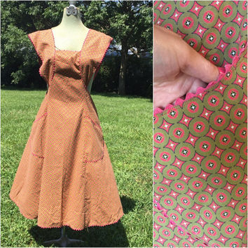 Pinafore Apron Coral Pink Full Apron Detail Rick-Rack Side Pockets Coral Olive green Vintage Housewife