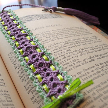 Crochet lace bookmark with a long tassel, light purple, light green, key charm, green ribbon, spring, easter