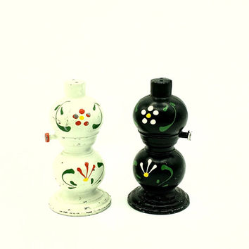 Vintage Cast Iron Hand Painted PA Dutch Design Collectible Rustic Kerosene Lamp Salt and Pepper Shakers