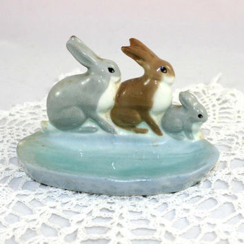 Bunny Rabbits Ring Dish Made in England , 3 Little Bunnies on a Blue Trinket Dish WR Midwinter Ltd Burslem England , Bunnies Pottery