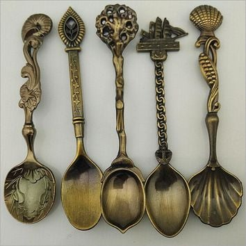 Hot Sale 5 Pcs/Set Kitchen Dining Bar Vintage Royal Style Bronze Carved Mini Coffee Dessert Sools Cutlery for Snacks