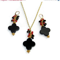 20% OFF Black and Gold Onyx Flower Cluster Beaded Necklace and Earring Set