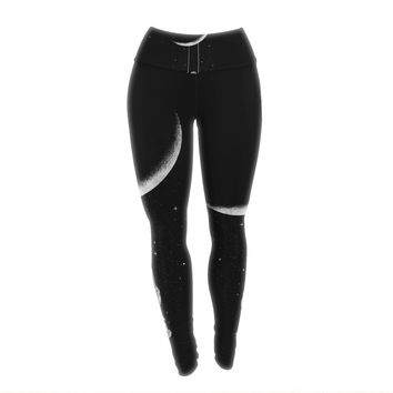 "Digital Carbine ""Moon Swing"" Black Fantasy Illustration Yoga Leggings"
