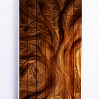 Tree On Wood for Iphone 5 / 5s Hard Cover Plastic