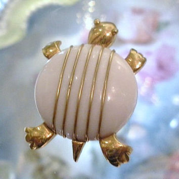 Vintage Crown Trifari Brooch Turtle Tortoise Mid Century 1960s 60s White and Gold Striped Classy Fun Retro Critter Jewelry Animal