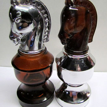 Set of 2 Vintage Avon Knight Chess piece Decanters / Bottle Figurines, Bottles are both Empty