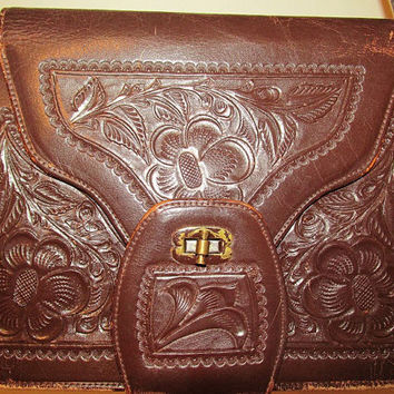 S A L E Women's Vintage 70's Brown Tooled Leather Purse Cute Flower Tooling