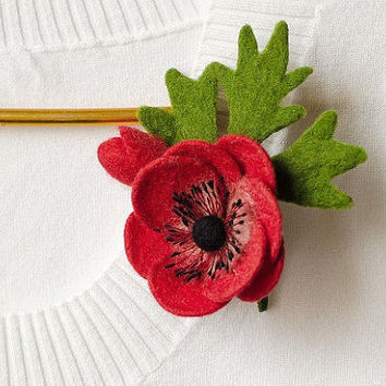 Red Flower Brooch Anemone / felted flowers brooches / flower pins / red brooch / handmade felted jewellery / wool  jewelry