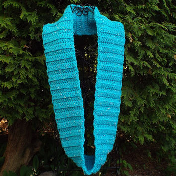 Womens Cowl - Infinity Scarf - Ladies Neck Warmer - Loop Scarf - Chunky Circle Scarf in Turquoise Tweed