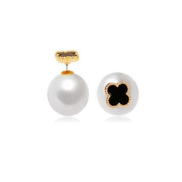 CLOVER PEARL STUDS