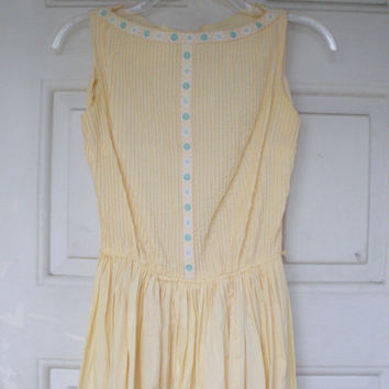 Pale Yellow Vintage 1960s Spring Dress, US Women Size Small.
