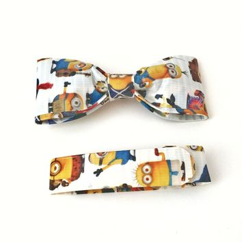 Minions Bow Tie Gift Set - Wristband Pencil Crayons Notepad Stickers
